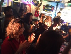 小倉ライブハウスマリア フォトギャラリー 日々のフォトギャラリー 皆さん手拍子してます!